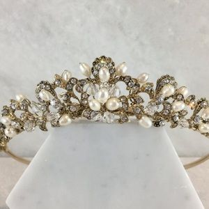 Accessories - Pearl and crystal tiara
